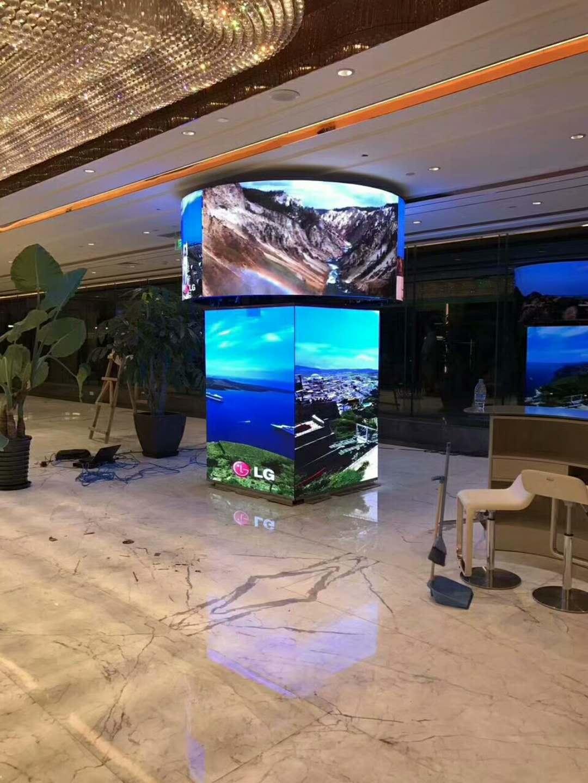 室内LED异形屏-四面屏+圆柱屏安装调试完毕
