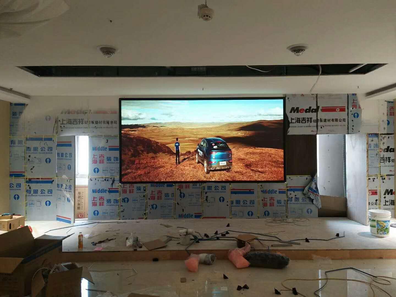 鸿星尔克会议室P2.5室内全彩LED电子屏幕安装调试完毕