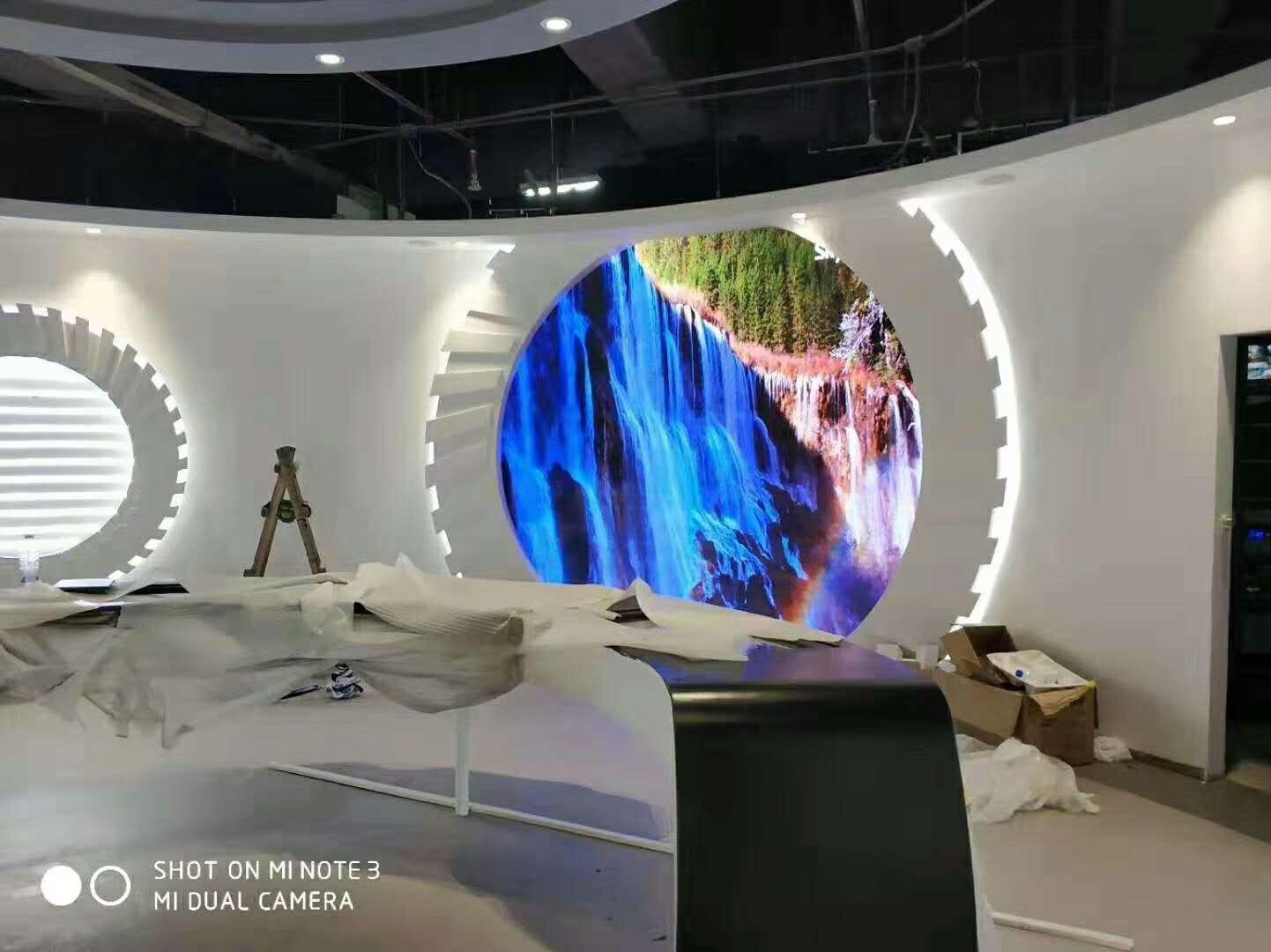 高清全彩室内小间距LED显示屏幕应用及未来商业模式